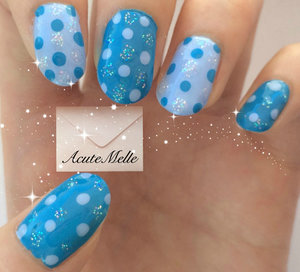 A cute and easy sparkle dots design! Tutorial on youtube here: https://www.youtube.com/watch?v=KgivOfU5nCg