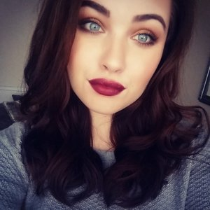 I love warm golden eyes and dark berry lips paired together, I think it makes an awesome combo