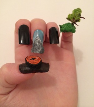 After watching The Hobbit I've been itching to do a nail design & I thought why not go all out!? The little finger is the tree from the Shire. Middle finger is the famous Misty Mountain & the thumb of course is Smaugs eye.