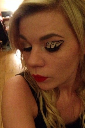 Playing card eye makeup for my magicians assistants theme look :)