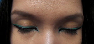 turquoise and gold make-up look