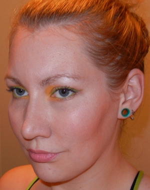 Green liner, with a pop of yellow