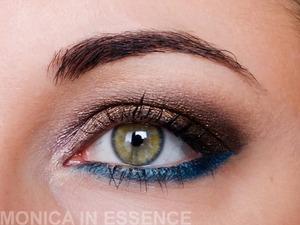 Eyeshadow base Pure Minerals (ARTDECO), Eyebrow Kit,  médium (e.l.f), Color Effects Eyeshadows,05 Creamy Vanilla (JORDANA), Color Effects, 14 Ms. Brown (JORDANA), Shadow Glam Stars, 684 Rosy Shimmer (ARTDECO), Pigment Pure Glam, Cool Jazz (ZOEVA), Mini-Me eye liner, 04 Eucalyptus (MISS SPORTY), Pigment Dazzle Dust, Teal DD94 (BARRY M), Cream eye liner, Velvet Flame (ZOEVA), Fluidline, BlackTrack (MAC), Luminys Touch, 02 (PUPA) Mascara Prima Visione, Deep Black 61 (DIEGO DALLA PALMA)