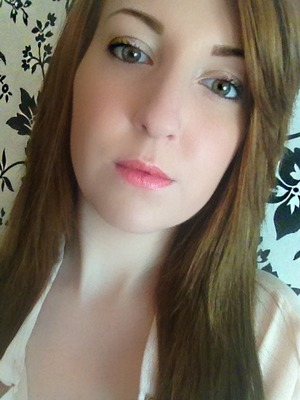 I had just had a hair cut so I thought I would do some pretty, simple makeup to show off my new look :)