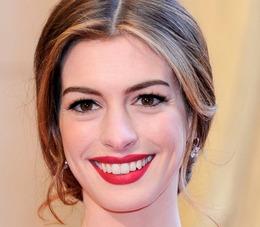Oscar Makeup 2011: Anne Hathaway