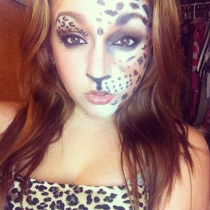 My makeup look for Halloween this year🐯