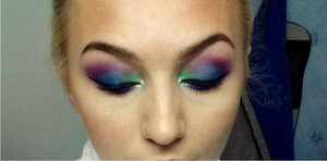 Peacock inspired makeup using the URBAN DECAY electric palette.