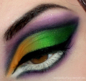Sexy Witch Halloween Look  http://www.bowsandcurtseys.com/2011/09/sexy-halloween-witch-makeup.html