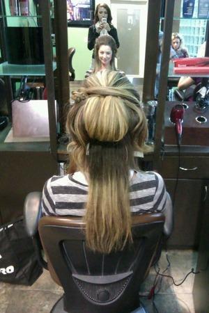 Crimp-textured hair, Horizontal Twist/Freestyle Updo