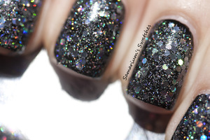 http://samariums-swatches.blogspot.com/2012/04/black-jelly-glitter-sammich.html