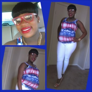 Pregnant and Fabulous!! Frames lashes red lips !