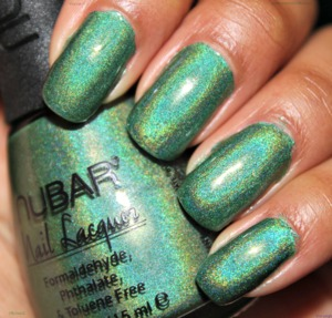 Ah... Reclaim. The gorgeous grass green linear holographic nail polish by Nubar. I hope they NEVER stop making this nail polish. It's amazing.   This is two coats of Nubar Reclaim ^_^