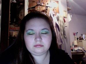 Cut Crease Accessorise Icon Eyeshadow 5 - Mermaid M.A.C - Lucky Green Stila Smudgestick - Stingray Benefit Bad Gal Lash Revlon Renewist - 100 Full Blush