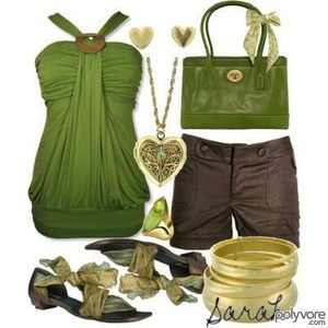 Love this look I do have the top in greenbut I think wearing a knecklace with a to life this is over kill what about you
