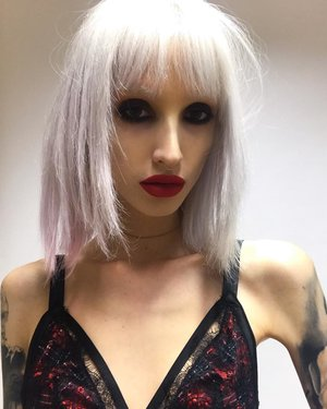 #ash #whitehair #snowqueen #blonde #platinum #fringe #alien #bangs #new #longbob #bleachhair #whitehair #grunge #punk #olaplex #victoriassecret