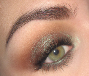Here is the tutorial for this look : http://www.youtube.com/watch?v=TjX03JObiAY&feature=youtu.be