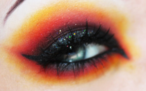Inspired by the flaming Mocking Jay Pin in the Trailer for The Hunger Games :)  http://www.unique-desire.com/2012/03/katniss-everdeen-girl-on-fire.html