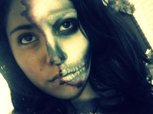 media calavera medio muerta huesos bones scar