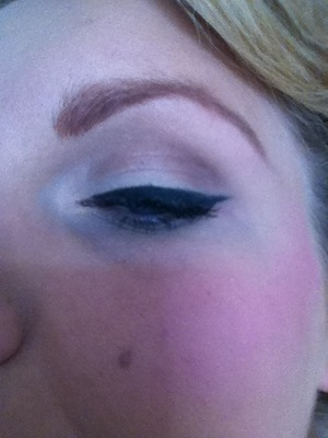 Winged eyeliner for Vintage Hen Do