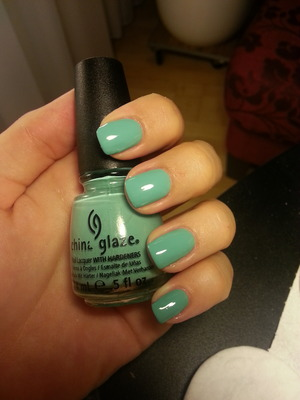 did my nails today. loving this color!
