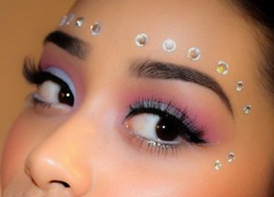 Ofcourse this is my favorite kind of makeup because you can be creative & the colors are amazing !