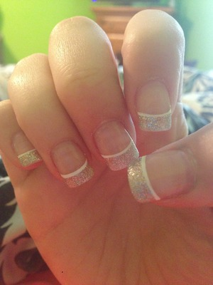 Glitter tip nails with white line