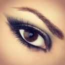 Gorgeous smokey eye.