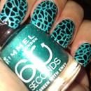 Shattered nail art