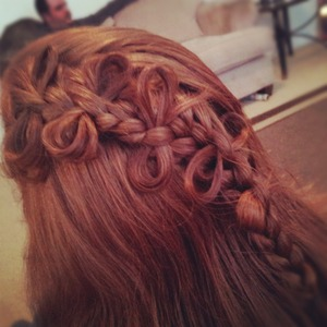A lace braid with a dash of bows