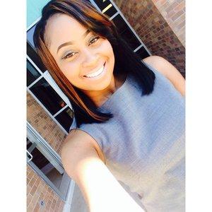 Light make up for business. 👔