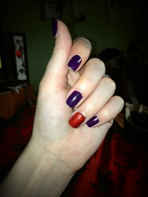 A few of the red nails came off so just making the most of what's left while I wait for the rest to come off :)