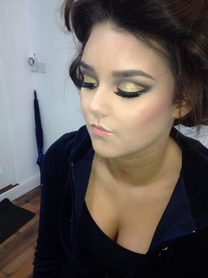 One of my favorite looks to do who doesn't love abit of glitter?