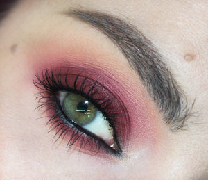 Tutorial for this look right here : http://www.youtube.com/watch?v=jJVt3XVxC8g