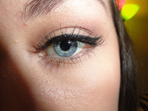 Neutral cat eye.