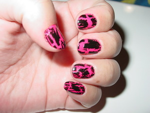 sinful colors -cream pink 152  OPI shatter in black