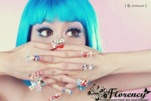 Actually, it is cupcakes 3D nail art made from fimos..