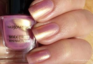 More photos on my blog : http://malykoutekkrasy.blogspot.cz/2013/04/max-factor-max-effect-mini-nail-polish.html