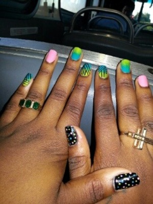 i love different designs on different fingers :]