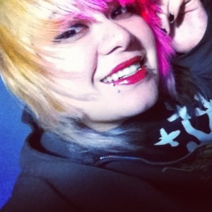 Used Nars Lip Laquer and my usual liner. I'm still loving the hot pink in my hair. My hair is still brassy of course :)