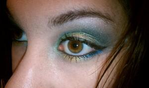 Green/goldish