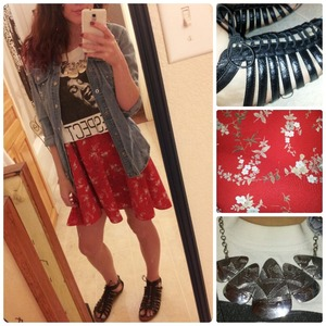 Lately I have been loving mixing floral skirts with graffic tees(: