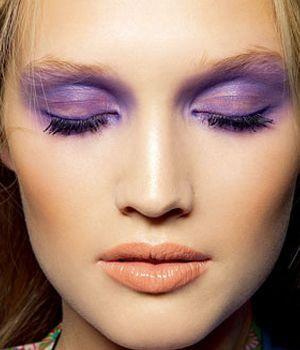 lilac eyeshadow, nude lip, red hair