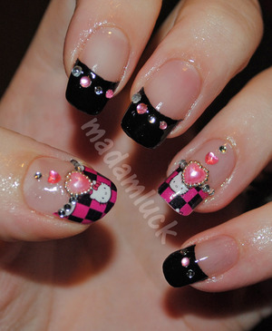 Hello Kitty Valentine Nail Art