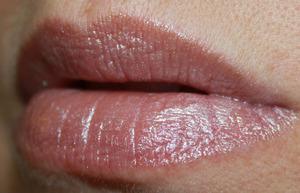 MAC Glitter and Ice Eloquent Air Lipstick Swatch