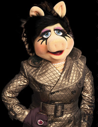 Miss Piggy for MAC Collection