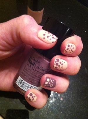 Apply 092 peach nail polish to all nails except the ring finger. Apply 770 lavender polish to the ring finger. Use different size dotting tools to get the required look. Finish with a high shine top coat.