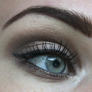 Brown, simple eyelook