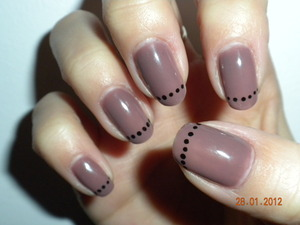 Gel nail grey taupe base with black detailing