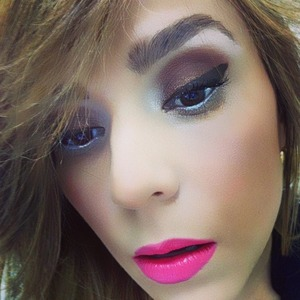 Hi! For this look I wanted a thick line and used a white eyeliner on the bottom...i went with a neutral shade on my cheeks and lipstick from MAC! Hope you like!