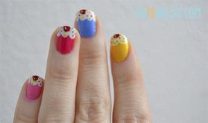 More info: http://enmibolso.com/2013/01/19/manicura-de-cupcakes/